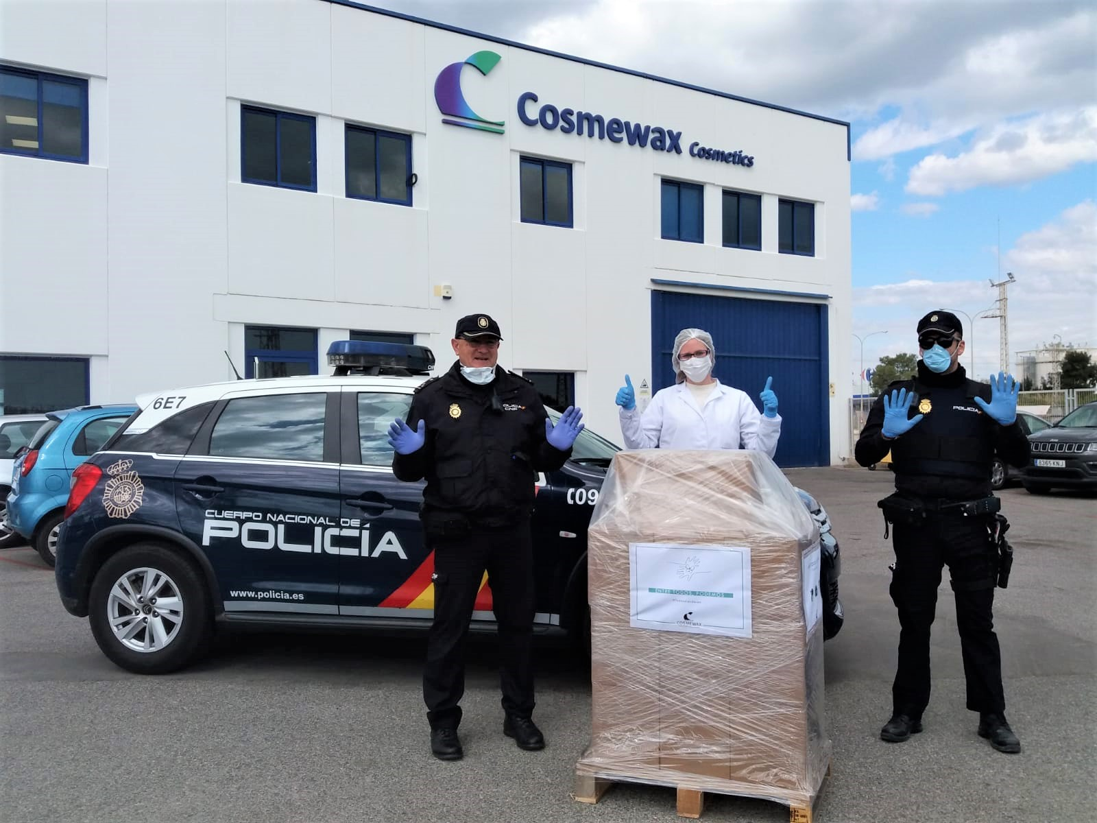 Cosmewax-donates-gloves